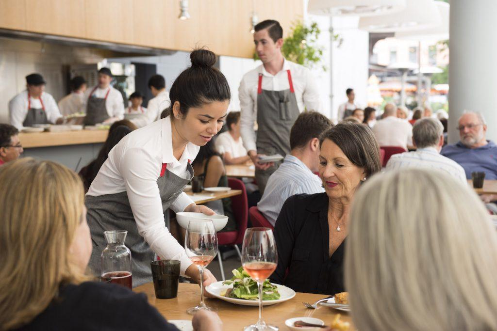 strategi pelayanan restoran