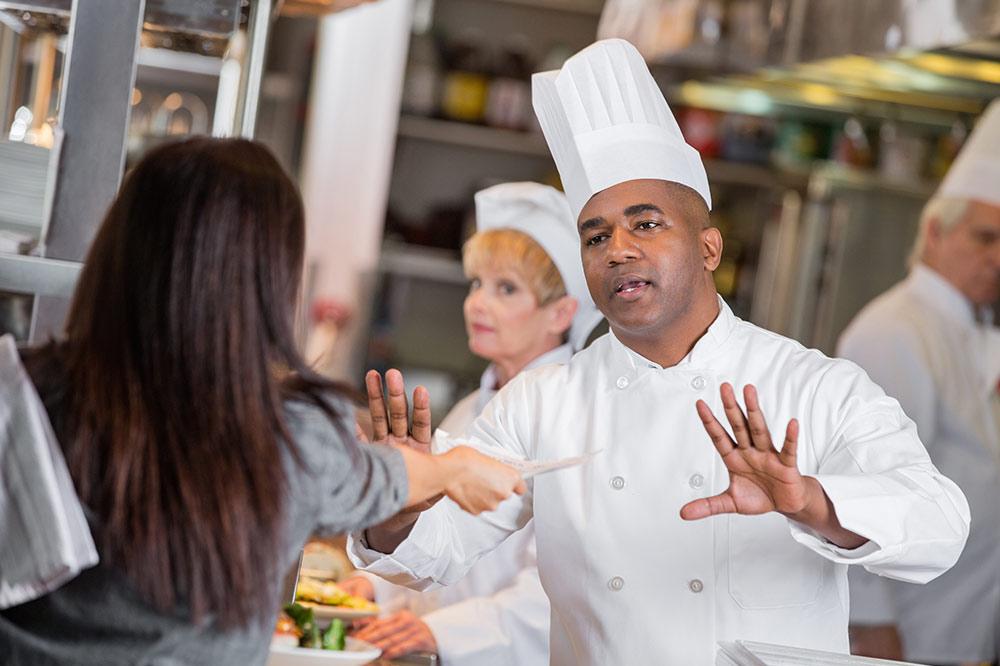 7 Modus Kecurangan Karyawan Ini Bisa Menyebabkan Restoran Anda Bangkrut